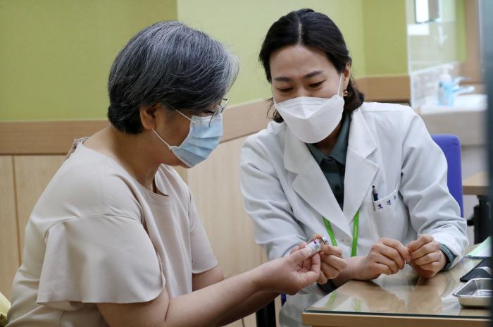 "EMA ""AstraZeneca- 혈전증 인과 관계 결론, 7 일과 8 일 발표 예정"""