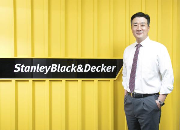 홍성완 스탠리블랙앤데커 대표가 지속성장하고 있는 국내 공구 시장 공락을 위한 계획에 대해 밝히고 있다. [사진 제공 = 스탠리블랙앤데커]