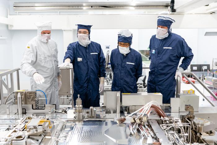 이재용 삼성전자 부회장이 작년 10월 네덜란드 ASML 본사를 찾았다. [사진 제공 = 삼성전자]