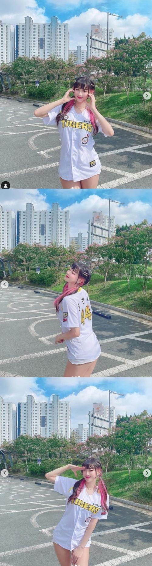 김한나 치어리더, 펭니폼 입고 꿀벅지 자랑 [똑똑SNS]
