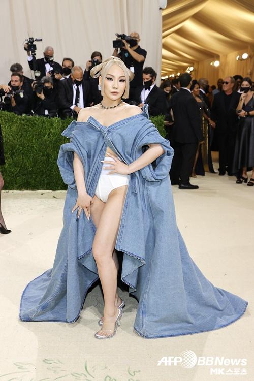 美 멧 갈라 참석한 CL, 퓨전 한복 데님 드레스 완벽 소화
