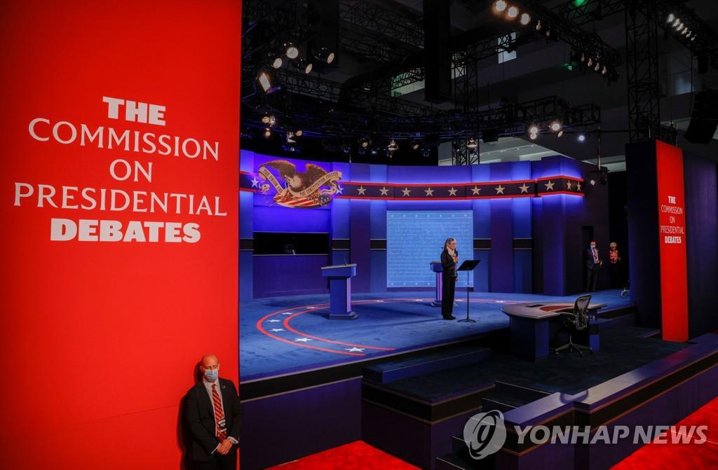 LG TV가 설치된 미국 대선후보 토론회장