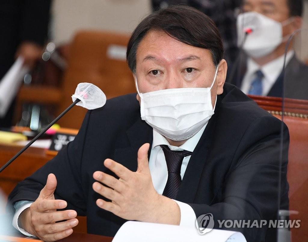 국정감사 답변하는 윤석열 검찰총장