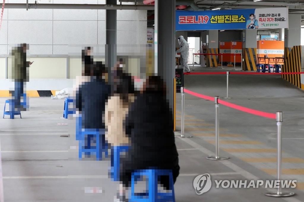 오후 9 시까 지 전국 379 신규 확인 … 12 일 약 400 명 예상 (총)