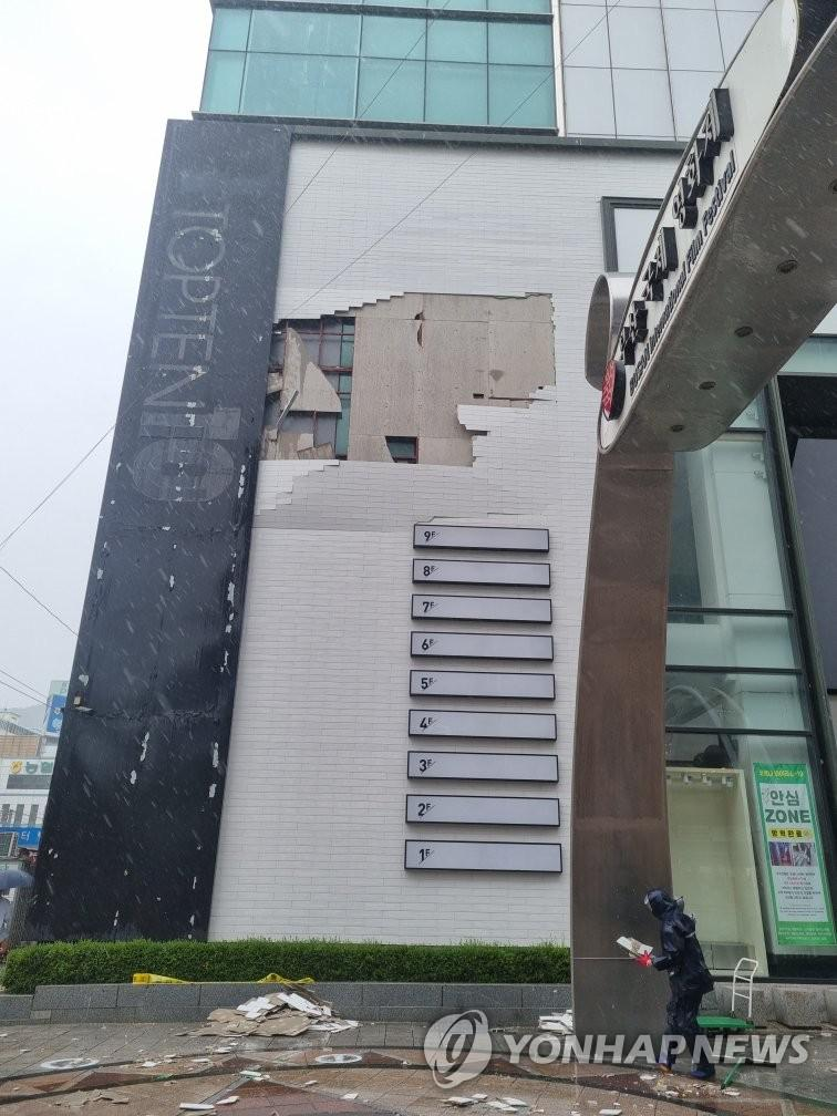 The exterior walls of the building rustle in strong winds
