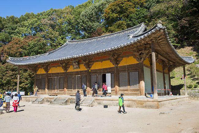한국 건축물의 백미로 불리는 무량수전.