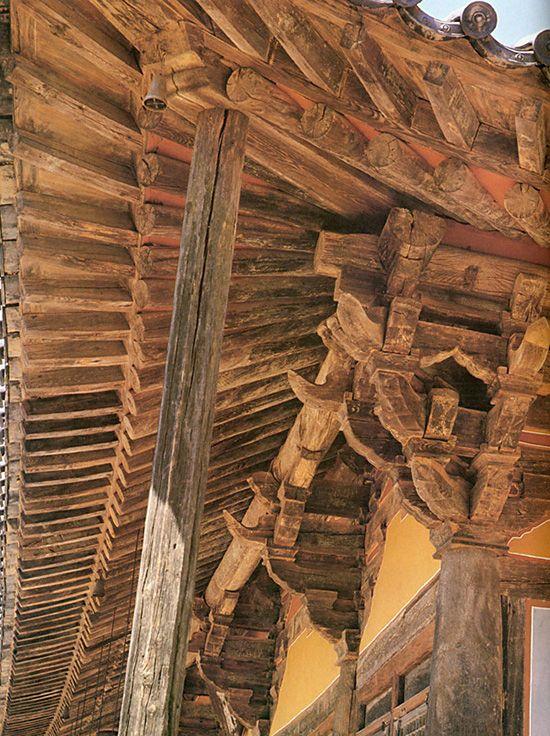 간결미가 돋보이는 무량수전 주심포(지붕의 무게를 기둥에 전달하는 부분).